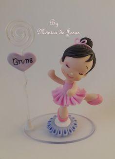 Lembrancinha bailarina feita em biscuit, personalizada com o nome da criança e com porta recado ou foto.    Feito sob encomenda