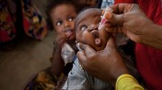 A Somali baby receives a polio vaccine, at the Medina Maternal Child Health centre in Mogadishu, Somalia on April 24, 2013. [Credit :Ben Curtis/AP]