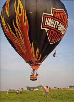 Would love to take a ride on this Harley hot air balloon! Motos Harley Davidson, Balloon Rides, Hot Air Balloon, Air Ballon, Welcome To My Life, Balloon Flights, Harley Davison, Harley Bikes, Biker Chick