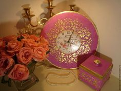 Купить или заказать Настенные часы Сказочная фуксия в интернет-магазине на Ярмарке Мастеров. Настенные часы, декупаж, объемный декор, золочение поталью ('сусальным золотом'). Сказочные настенные часы, бархатистая матовая поверхность, цвета яркой фуксии, имитация резьбы по дереву, золочение поталью. . Составят комплект, коллекцию, со шкатулкой Сказочная фуксия. Можно дополнить любым предметом, по Вашему и желанию и выполнить в любом другом цвете.