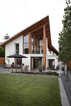 Scandinavian House Exterior Design It is true that Scandinavian design styles are very popular but only when it comes to interior design flats and apartments and some modern homes, but that doe… Scandinavian Architecture, Scandinavian Modern, Interior Architecture, Installation Architecture, Tropical Architecture, Building Architecture, Residential Architecture, Danish Modern, Modern Exterior