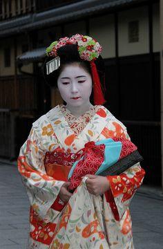 Sayaka (now geiko) as minarai of Gion Kobu