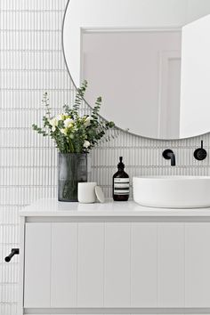 minimal modern bathroom decor ideas - home design inspiration Bathroom Inspiration, Bathroom Interior, House Interior, Small Bathroom, Bathrooms Remodel, Wall Mount Faucet Bathroom, Interior, Round Mirror Bathroom, Bathroom Design