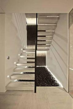 LED Treppenbeleuchtung Granitstufen Podesttreppe schwarzer Ziersplitt #modern #stairs