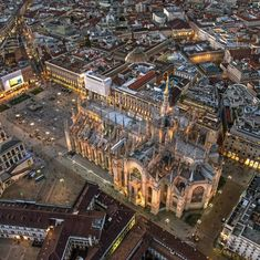 Duomo di Milano - Architecture and Home Decor - Bedroom - Bathroom - Kitchen And Living Room Interior Design Decorating Ideas - Italy Information, Cool Places To Visit, Places To Go, Italy Tourist Attractions, Duomo Milano, Italy Holidays, Europe, Visit Italy, Bali Travel