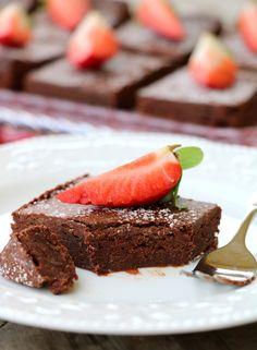 Søt og seig brownies uten sukker! - LINDASTUHAUG Healthy Bars, Healthy Recipes, No Bake Cake, Sugar Free, Brownies, Paleo, Food And Drink, Snacks, Baking