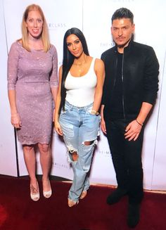 Kim Kardashian from The Big Picture  The selfie queen is spotted at her Masterclass Dubai event alongside her make-up artist Mario Dedivanovic.