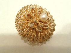 Vintage Brooch Wire Flower Pearl Gold 50's  (item 248)