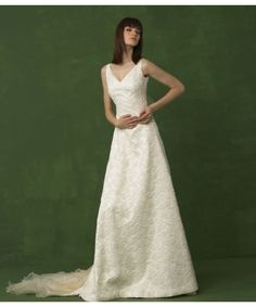 New Style Design V-Neck Organza Lace Satin Chapel Train Wedding Gown
