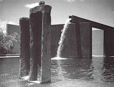 """'Fuente de Los Amantes', Los Clubes, Atizapán de Zaragoza, México 1964    Arq. Luis Barragán -    Foto: Armando Salas Portugal    'Fountain of Lovers"""" Los Clubes, State of Mexico, Mexico 1964"""