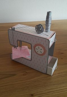 A sewing machine as a gift for a good . A sewing machine as a gift for a manor … – Cardboard Box Crafts, Paper Crafts Origami, Origami Box, Exploding Box Card, Gift Bouquet, Shape Crafts, Valentine Box, Craft Box, Stamping Up