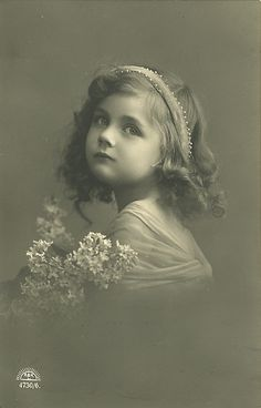 Vintage Children Photos, Vintage Girls, Vintage Pictures, Vintage Images, Antique Photos, Vintage Photographs, Old Photos, 1800s Photography, Fashion Photography