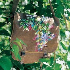 Une besace brodée de fleurs de lilas / Shoulder bag, embroidery, lilac, flowers, spring