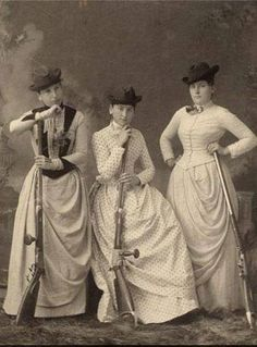 Vintage Group [Women with Rifles], Gerhard Gesell via the Wisconsin Historical Society Images Vintage, Photo Vintage, Vintage Pictures, Old Pictures, Old Photos, Rare Photos, Belle Epoque, Antique Photos, Vintage Photographs