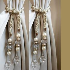 Curtain Holder, Curtain Tie Backs, Rustic Curtains, Diy Curtains, Rideaux Shabby Chic, Bohemian Christmas, Window Treatments Living Room, Types Of Curtains, Stone Crafts