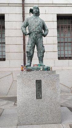 Yasukuni Shrine (Čijoda, Japonsko) - Recenze - Tripadvisor Yasukuni Shrine, Jakarta, Temples, Trip Advisor, Sculpture, Outdoor Decor, Sculptures, Sculpting, Statue