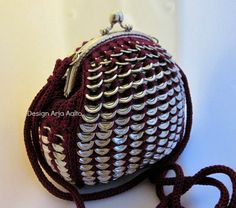 """""""Fat-bag"""". Soda can tab purse. More creations on page: http://www.facebook.com/ArjasUni"""