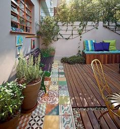 Are you a fan of unconventional home decor trends? If yes then you are surely going to love the trend of mismatched tiles as sometimes imperfection is Outdoor Rooms, Outdoor Gardens, Outdoor Living, Outdoor Decor, Beautiful Gardens, Beautiful Homes, Balcony Garden, Home Decor Trends, Future House