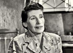Η Γεωργία Βασιλειάδου έμεινε στην ιστορία ως η πλέον αγαπητή και συμπαθής «άσχημη» του ελληνικού κινηματογράφου. Και δεν την πείραζε καθόλου αυτό, αφού ως γνήσια θεατρίνα πίστευε ότι ο ηθοποιός δεν πρέπει να διστάζει να «τσαλακωθεί» εάν κρίνει ότι μπορεί έτσι ν�