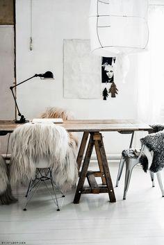Black Sheep (white light) sheepskin