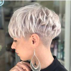 pixie hairstyles New Pixie Haircut Ideas for 2019 Long Layered Pixie Cut Short Grey Hair, Short Blonde, Short Hair Cuts For Women, Short Hair Styles, Pixie Styles, Rose Blonde, Pixie Haircut Styles, Side Cut Hairstyles, Hairstyles Haircuts