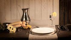 Stilig brødfat i rustfritt stål med Hotel de Paris dekorMål:Lengde 40 cmBredde 18 cmHøyde 6 cmMateriale:Rustfritt…
