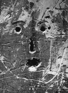 DIBUJANDO ARQUITECTURAS: Brassai fotografía los graffitis de París