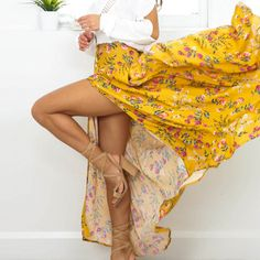 Wanna a sunshine holiday? Try this Floral Print Skirt on, standing out from the crowd.