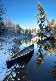 Winter Photography, Landscape Photography, Nature Photography, Boating Pictures, Beautiful World, Beautiful Places, Canoe And Kayak, Canoe Trip, Winter Landscape