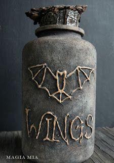 Magia Mia: It's Glue Gun & Plastic Time Again . Diy Halloween Apothecary Jars, Halloween Potion Bottles, Witch Bottles, Apothecary Bottles, Mason Jars, Diy Halloween Decorations, Fall Halloween, Halloween Crafts, Halloween Ideas