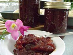 Crab Apple Butter- I used to make this with my grandma :) Fruit Recipes, Real Food Recipes, Yummy Food, Yummy Recipes, Canning Recipes, Crockpot Recipes, Canning Labels, Canning 101, Crabapple Butter Recipe