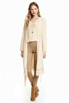 Knitted cardigan with fringes: Long, loose-knit cardigan in cotton slub yarn with dropped shoulders, long sleeves, a tie belt at the waist and fringes at the hem.
