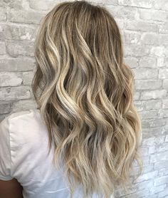 [[beachy blonde]] . . . . . . #savannah #savannahhair #savannahstylist #downtownsavannah #savannahhairstylist #savannahga #lorealpro #lorealprofessional #balayage #balayageombre #hairpainting #sunkissedhair #blondehair #blondebalayage #bronde #brondebalayage #modernsalon #ittakesapro #saloncentric #solasalons #amberlycolina #americansalon #hairtrends #beachhair