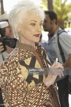 American actress Beatrice Arthur protesting in front of the Royal Thai Consulate against abusive elephant cruelty in Thailand, in Sydney. (Photo by Patrick Riviere/Getty Images). Golden Girls, Golden Age, Dorothy Zbornak, Bea Arthur, Film Music Books, Old Tv, In Hollywood, American Actress, Famous People
