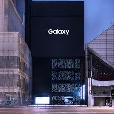 tokujin yoshioka uses 1000 samsung smartphones to create store facade