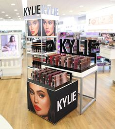 can't wait for Kylie Cosmetics to launch in ALL Ulta Beauty stores TOMORROW! Most stores op Kylie Makeup, Skin Makeup, Beauty Makeup, Kylie Jenner Makeup Products, Makeup Dupes, Makeup Lipstick, Hair Beauty, Kylie Cosmetics Store, Kyle Cosmetics