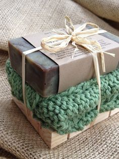 Soap Gift Set - Woodland Sage Soap, Handknit cotton washcloth, all natural soap, holiday gift, stocking stuffer Homemade Soap Recipes, Homemade Gifts, Diy Gifts, Hostess Gifts, Holiday Gifts, Diy Savon, Christmas Soap, Christmas Stocking, Christmas Ideas