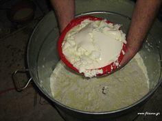 φτιάχνω φέτα How To Make Cheese, Food To Make, Making Cheese, Greek Appetizers, Healthy Cooking, Healthy Recipes, Homemade Cheese, Greek Recipes, Kitchens