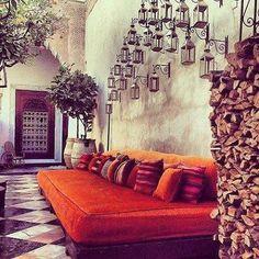 #Cabanonchic #riad #morocco #livingroom #moroccan #moucharabieh #benches #velor #couch #sofa #cushions #orange #lanterns #jars #citrus #wrought #berber #doors #wood  #salon #marocain #fauteuil XL #velour #coussins #detente #porte #orangers #lanternes #j'adore