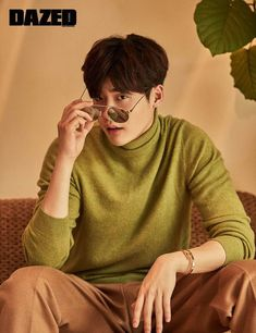 "The chemistry between Lee Jong Suk and Han Hyo Joo during their drama ""W – Two Worlds"" must have enticed Dazed & Confused to pair them up again for their November issue and ne…"