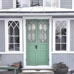 Hemma mår jag som bäst Swedish Cottage, Swedish House, Porches, Unique Front Doors, Scandinavian Style Home, House Trim, House Front Door, Classic House, Exterior Doors