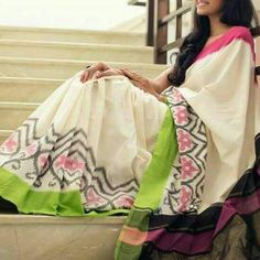 Pochampalli saree South Indian Bride Saree, Indian Sarees, Kota Silk Saree, Cotton Saree, Ikkat Silk Sarees, Handloom Saree, Beautiful Saree, Beautiful Dresses, Plain Saree