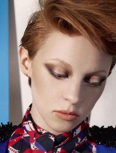 La Roux, ugh how I wish I could do my makeup like you!