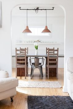 Master the Art of Mismatched Dining-Room Chairs — Apartment Therapy (Kitchn Mismatched Dining Room, Dining Room Chairs, Dining Room Furniture, Dining Table, Dining Rooms, Modern Furniture, Dining Area, Apartment Therapy, Norway House