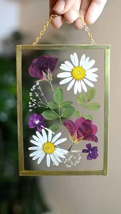 Diy Crafts - Beautiful framed pressed flowers will look perfect in your home. This is a one-of-a-kind piece made with real flowers. All flowers and le Pressed Flowers Frame, Pressed Flower Art, Flower Frame, Pressed Leaves, Flower Wall, Mothers Day Crafts, Crafts For Kids, Resin Crafts, Diy Crafts