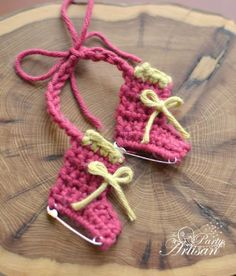 DIY Easy Crochet Safety Pin Ice Skates Ornaments Pattern from The Party Artisan here. I'm an ice skater and am downloading this pattern before it potentially disappears :)