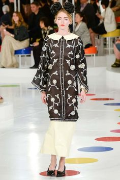 Chanel Resort 2016 Fashion Show Collection: See the complete Chanel Resort 2016 collection. Look 85 Chanel Resort, Chanel Cruise 2016, Chanel 2015, Chanel Chanel, Chanel Bags, Chanel Handbags, Chanel Style, 2016 Fashion Trends, Fashion Week