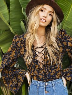 hippie outfits 157133474483369841 - Shop Lantern Sleeve Lace Up Plunge Neck Floral Top online. SheIn offers Lantern Sleeve Lace Up Plunge Neck Floral Top & more to fit your fashionable needs. Source by rophotodesignllc Hippie Style, Mode Hippie, Bohemian Mode, Boho Chic, My Style, Hippie Tops, Boho Tops, 70s Inspired Fashion, 70s Fashion