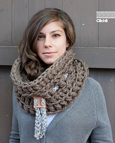 Le Chunky by Jean-Philippe Clliche FREE crochet pattern for chunky cowl. Very very quick, this crochet pattern will take you less than an hour to make. Crochet Scarves, Crochet Shawl, Crochet Clothes, Crochet Stitches, Knit Crochet, Crochet Patterns, Chunky Crochet, Chunky Yarn, Love Crochet