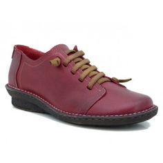 7cbd503c29e Zapato plano con elásticos en lugar de cordones. Fabricado íntegramente en  piel y piso de